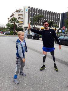 High-five | RehabLine-Χρονόπουλος-Γουγής-Προσθετικά, Ορθοτικά και Τεχνητά Μέλη, Κηδεμόνες, Κοσμητική σιλικόνης, Αμαξίδια και τροχήλατα βοηθήματα στήριξης