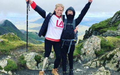 Μια δασκάλα με προσθετικό πόδι στην κορυφή της Ουαλίας